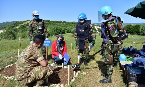 UN starts to clear out minefields